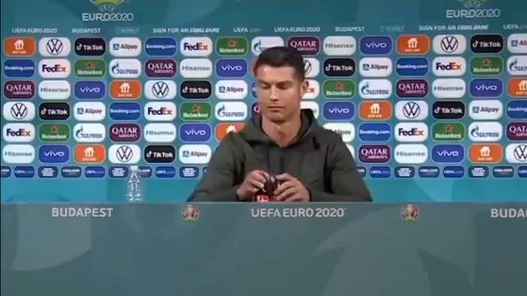 Video: Cristiano Ronaldo siirsi Coca-Cola -pullot syrjään – firman markkina-arvosta suli 4 miljardia