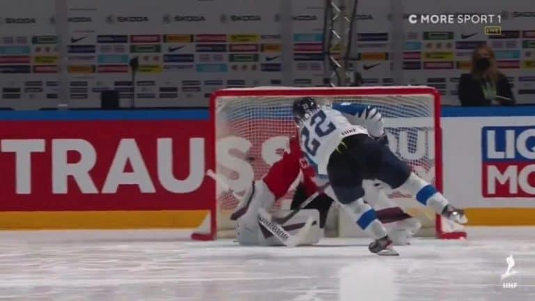 """Video: Arttu Ruotsalainen painoi """"hattutempun"""" ja Kanada nöyrtyi – kaksi kihausta ja jääkylmä rankkari"""