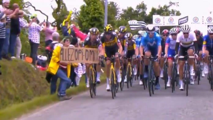 Katsoja aiheuttaa ketjukolarin Tour de France / Pallomeri.net