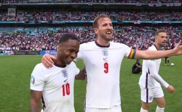 tuuria Englannin joukkue juhlii / Pallomeri.net