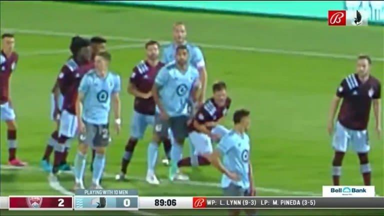 Video: Minnesota Unitedin pelaaja luuli olevansa ovela – VAR näki typerän nyrkiniskun ja käry kävi