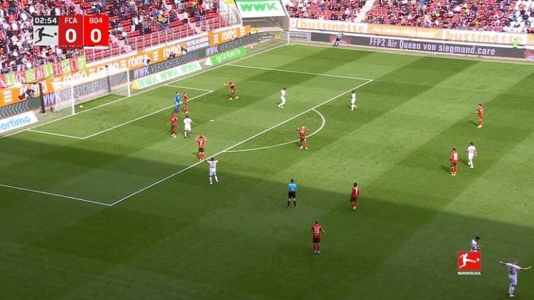 Video: Augsburgin pelaajat tekivät tuhojaan – kaksi huikeaa omaa maalia ensimmäiseen varttiin
