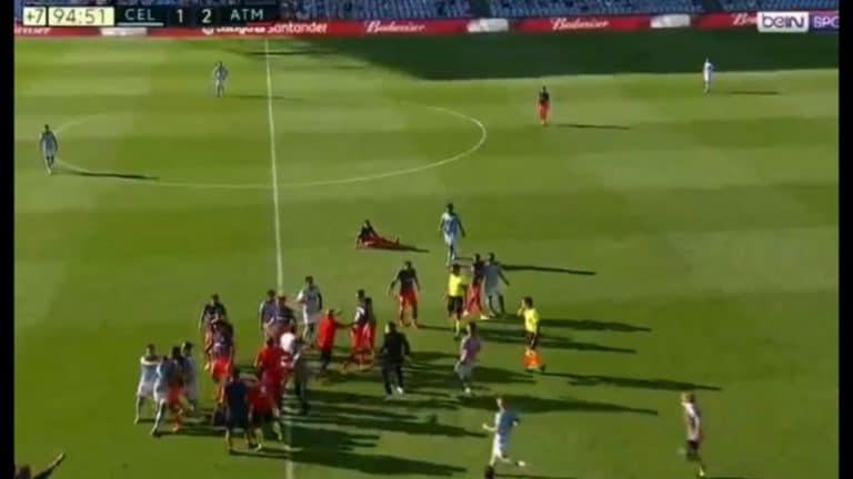 Video: Celta-Atletico -ottelu päättyi kunnon torikokoukseen – tuomari näytti punaista kolmesti
