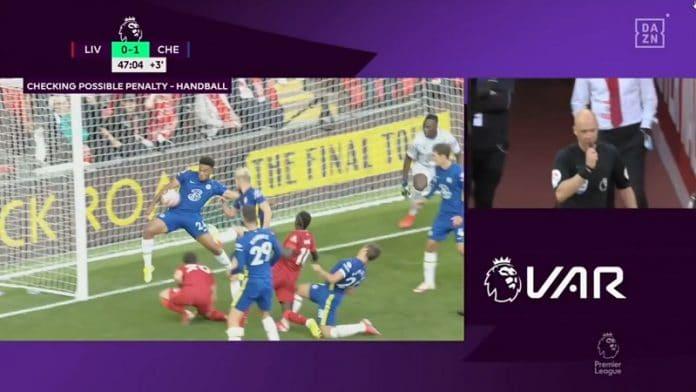 Liverpool-Chelsea Reece Jamesin punainen / Pallomeri.net