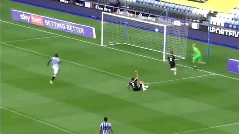 Video: Championshipissä nähtiin uskomaton maali – Fulham-kärki ohjasi veskarin paniikkipurun rinnalla sisään