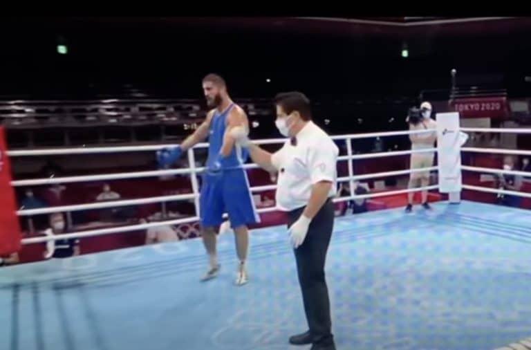 Video: Olympianyrkkeilijällä keitti täydellisesti yli – uhkaili tuomaria, löi kameraa ja kieltäytyi poistumasta