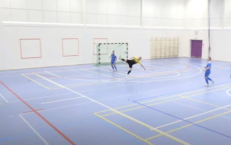 Video: Futsal-Liigassa nähtiin käsittämätön osuma – Jaakko Alasuutari viimeisteli akrobaattisella tavalla