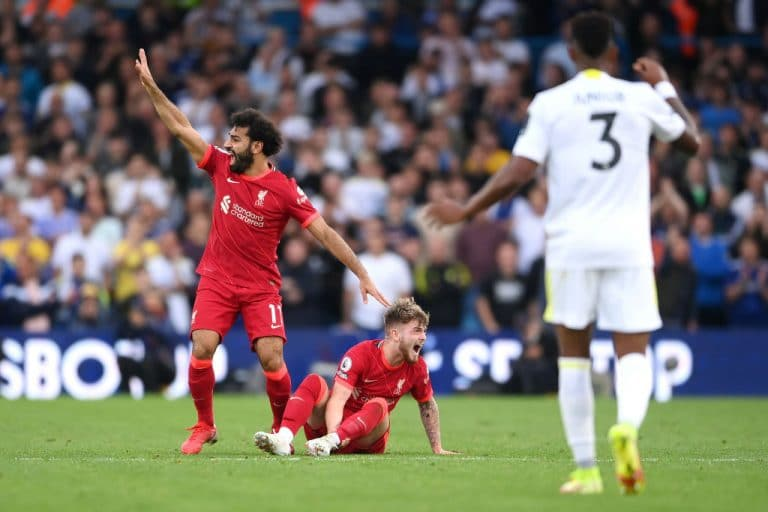 Video: Liverpoolin Harvey Elliott loukkaantui karmealla tavalla – jalka napsahti poikki