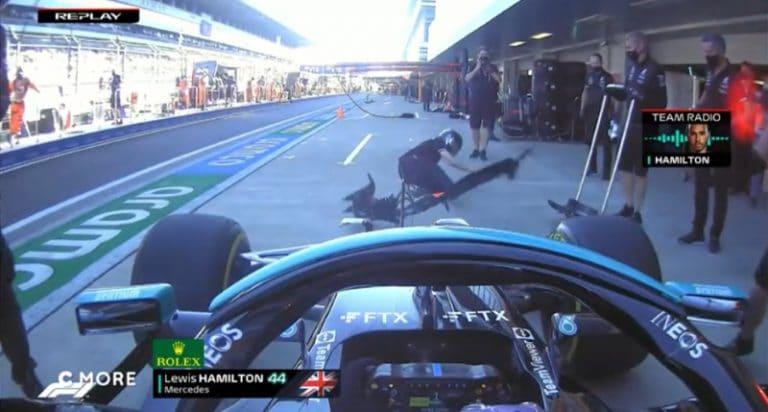 Video: Venäjän GP:n harjoituksissa vaaratilanne – Lewis Hamilton törmäsi tunkkimieheen