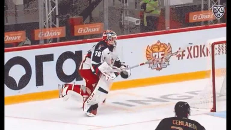 Video: CSKA-vahti käynnisti KHL-kautensa kohelluksella – antoi lahjamaalin Avangard-hyökkääjälle