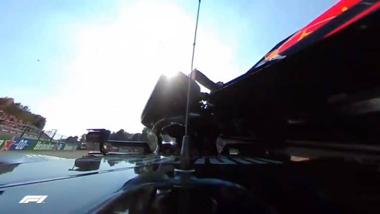 Video: Uusi kuvakulma kertoo Max Verstappenin ja Lewis Hamiltonin kolarin vakavuudesta – rengas iski haloon hurjalla voimalla