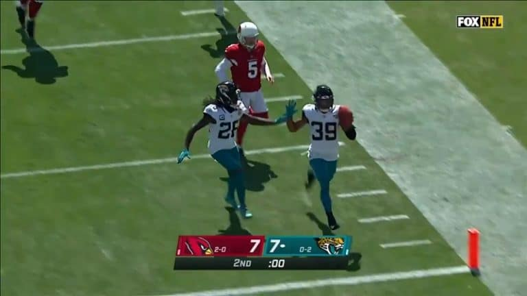 Video: Huima potkumaaliyritys kostautui nolosti – Jaguarsin peluri juoksi 109 jaardin touchdownin toiseen suuntaan
