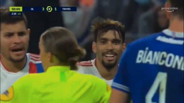 Video: Lyonin pelaaja yritti näyttävää kikkaa – tuomari käski lopettamaan ja antoi lopulta varoituksen