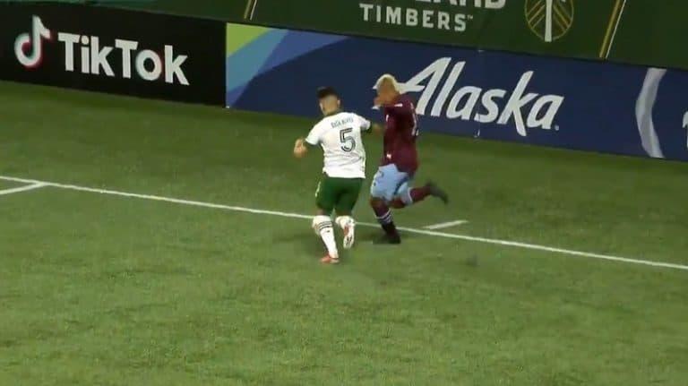 Video: Täysin älytön maali MLS:ssä – Colorado Rapidsin pelaaja kiskaisi pallon päätyviivalta takakulmaan