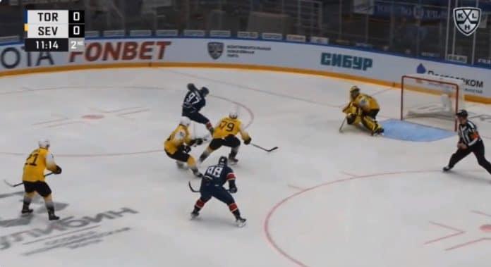 Artur Tyanulin KHL Torpedo - pallomeri.net