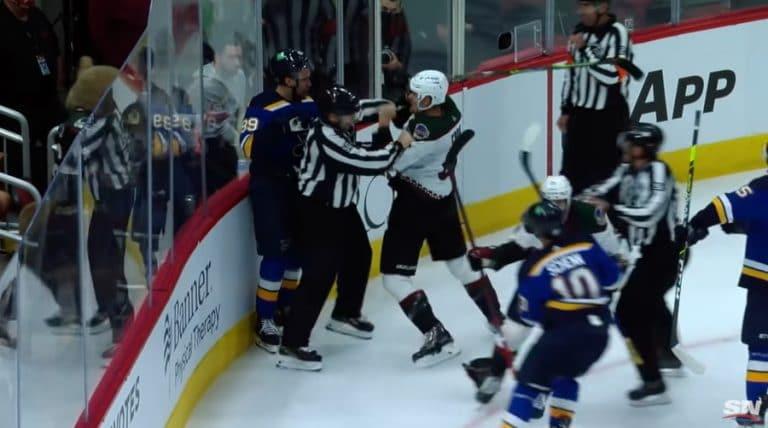 Video: NHL:ssä erikoinen ulosajo – Pavel Buchnevich puski Arizonan pelaajaa kovalla voimalla