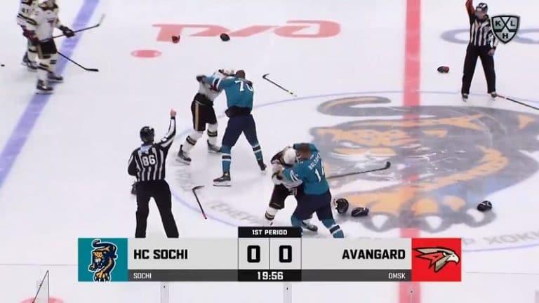 Video: KHL-matsi käynnistyi rajusti – Sotshin ja Omskin pelaajat pistivät tappeluksi suoraan aloituksesta
