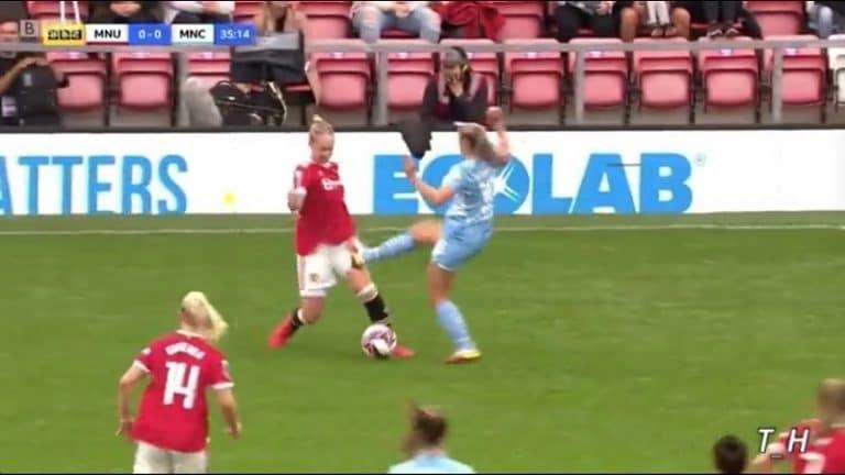Video: Jäätävä tempaus naisten Superliigassa – Man Cityn pelaaja veti vastustajaa napit edellä reiteen